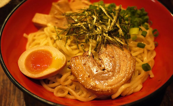 Glossy noodle dish, Aburasoba, is the hottest among ramen mania